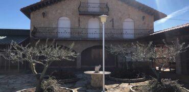 Chalet en Ctra. de Soria de 550 m2 en parcela de 6000 m2